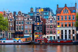 TOP 5 ARTSY CITIES FOR LOVE